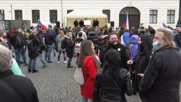 V Praze probíhá protest kvůli protikoronavirovým opatřením - Sputnik Česká republika