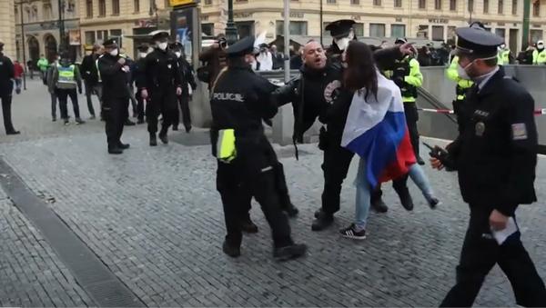 """""""Stop covid podvod, svobodu, Demisi vlády."""" Jak proběhl protest na náměstí Republiky?  - Sputnik Česká republika"""