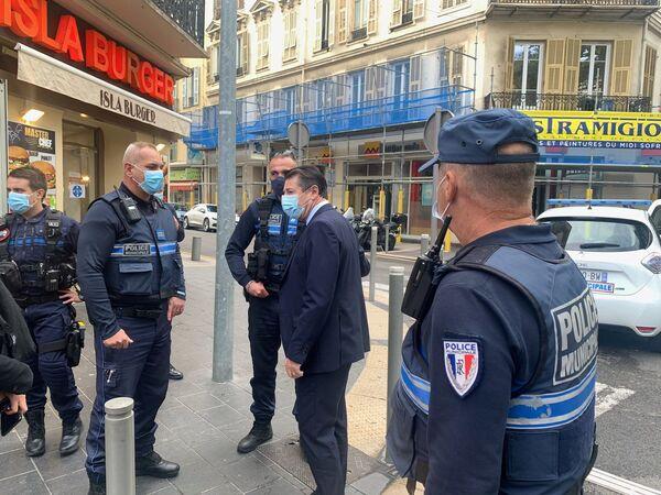 Chaos a strach. Fotografové zachytili, co se dělo v Nice bezprostředně po útoku neznámého pachatele - Sputnik Česká republika