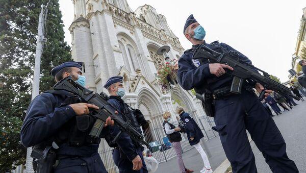 Francouzští policisté na místě útoku v Nice - Sputnik Česká republika