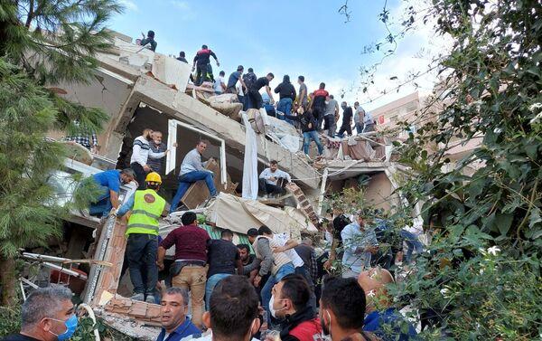 Následky zemětřesení v Izmiru - Sputnik Česká republika