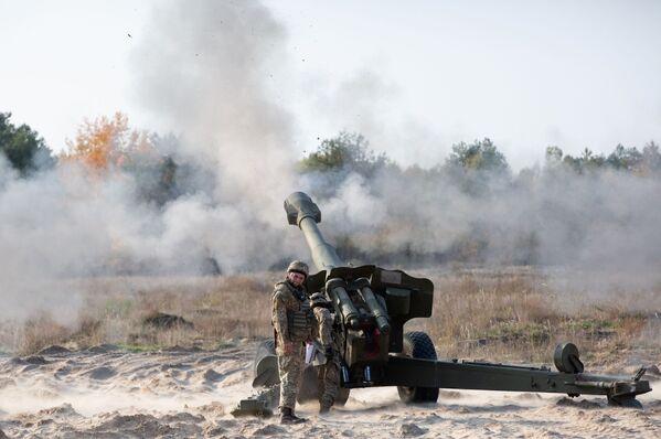Ukrajinští vojáci vypálili dělostřelecké střely v obci Devička v Kyjevské oblasti - Sputnik Česká republika