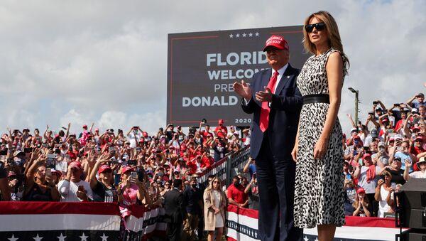 Americký prezident Donald Trump se svou manželkou Melanií  - Sputnik Česká republika