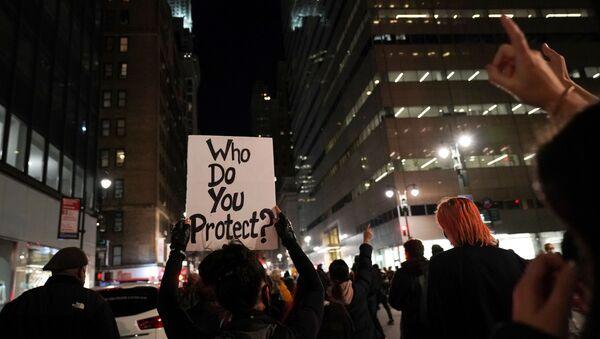 Lidé v New Yorku i na dalších místech vyšly do ulic a protestují - Sputnik Česká republika