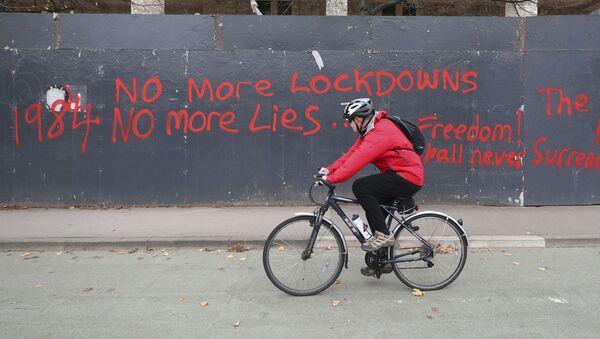 Antilockdownové graffiti v Manchesteru - Sputnik Česká republika