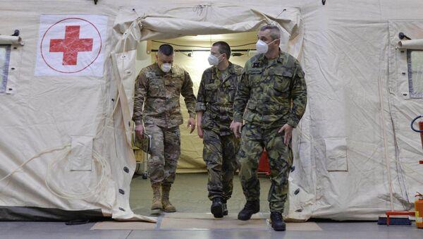Američtí vojenští zdravotníci v polní nemocnici - Sputnik Česká republika