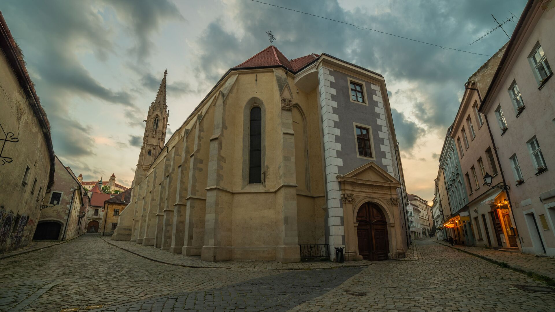Opuštěná ulice v historickém centru Bratislavy, Slovensko - Sputnik Česká republika, 1920, 18.02.2021