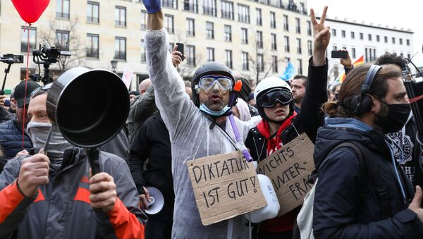 Demonstranti v centru Berlína - Sputnik Česká republika