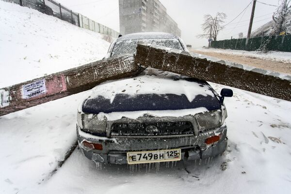 V moci živlu: sněhový cyklón paralyzoval život na ruském Dálném východě - Sputnik Česká republika