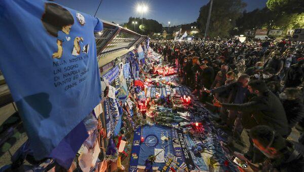Memoriál na počest fotbalisty Diega Maradony na stadionu San Paolo v Neapoli. - Sputnik Česká republika