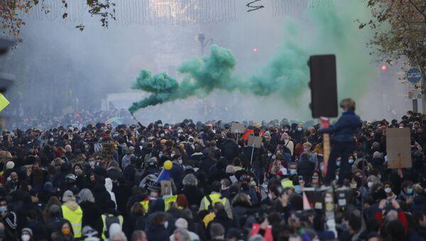 V Paříži se koná rozsáhlá protestní akce - Sputnik Česká republika