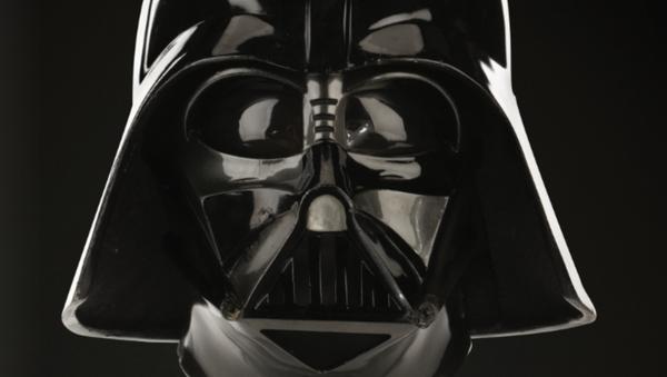 Aukční společnost Profiles in History uvádí na trh originální helmu/masku Darth Vadera, kterou použil herec David Prowse během natáčení filmu The Empire Strikes Back - Sputnik Česká republika