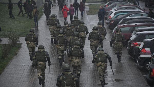 Těžkooděnci zasahují proti demonstrantům v Minsku (29. 11. 2020) - Sputnik Česká republika