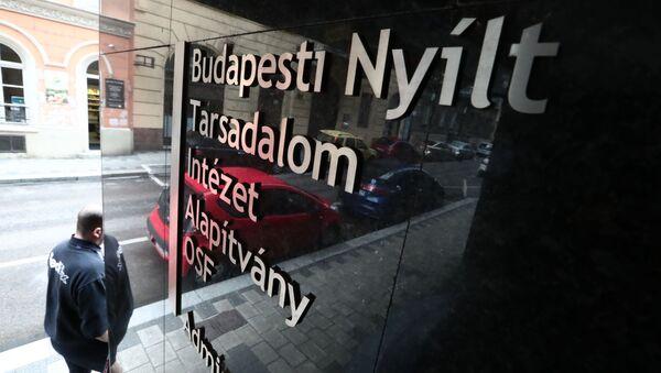 U budovy Open Society Foundation v Budapešti, Maďarsko - Sputnik Česká republika