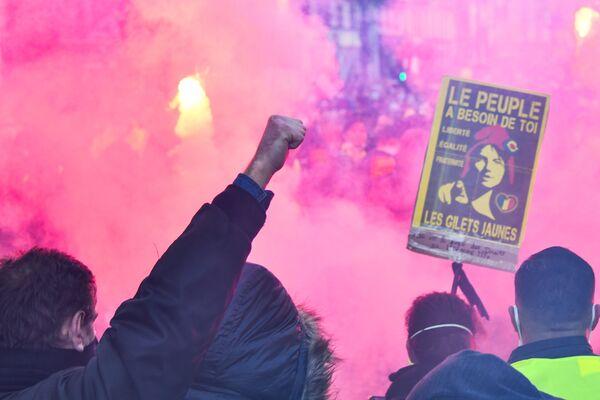 Účastníci protestní akce vyjadřují svůj nesouhlas s připravenou normou a s jednáním donucovacích orgánů ve vztahu k migrantům. - Sputnik Česká republika