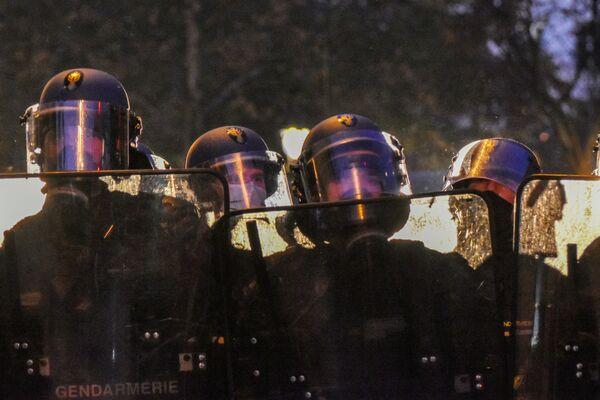 Policisté během protestů proti zákonu o globální bezpečnosti. - Sputnik Česká republika