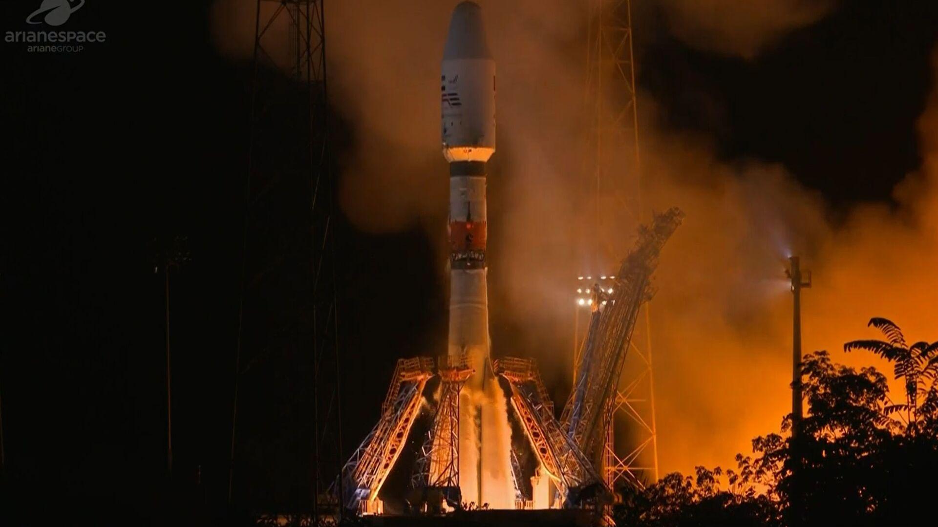 Ruská nosná raketa Sojuz se satelitem SAE Falcon Eye při startu - Sputnik Česká republika, 1920, 27.04.2021