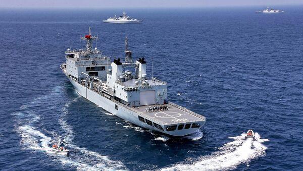 Čínský tanker během cvičení - Sputnik Česká republika