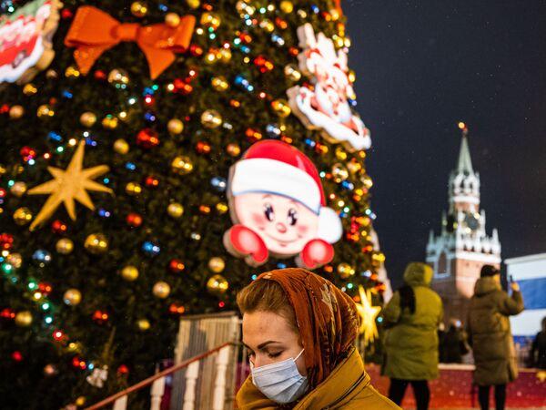 Vánoční strom na Rudém náměstí v Moskvě - Sputnik Česká republika