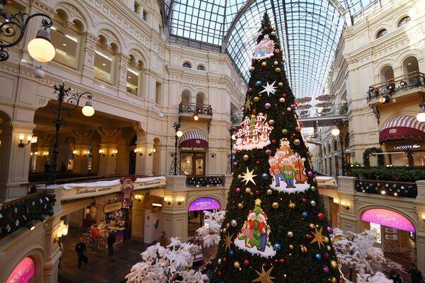 Vánoční strom v GUMv v Moskvě - Sputnik Česká republika