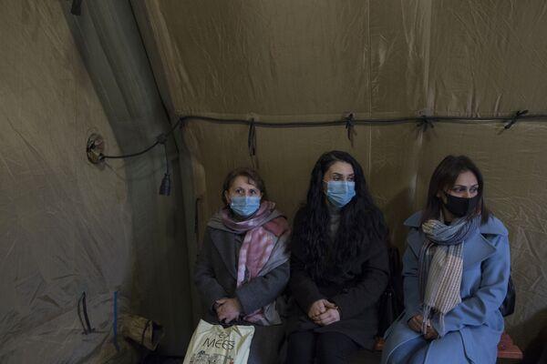 Pacienti čekají na vyšetření u lékaře v nemocnici - Sputnik Česká republika