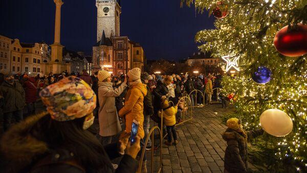 Vánoční strom na Staroměstském náměstí v Praze - Sputnik Česká republika