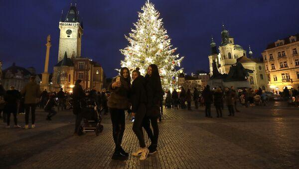 Vánoční strom na Staroměstkém náměstí - Sputnik Česká republika