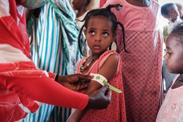 Čtyřletá běženka v Etiopii na lékařské kontrole. - Sputnik Česká republika