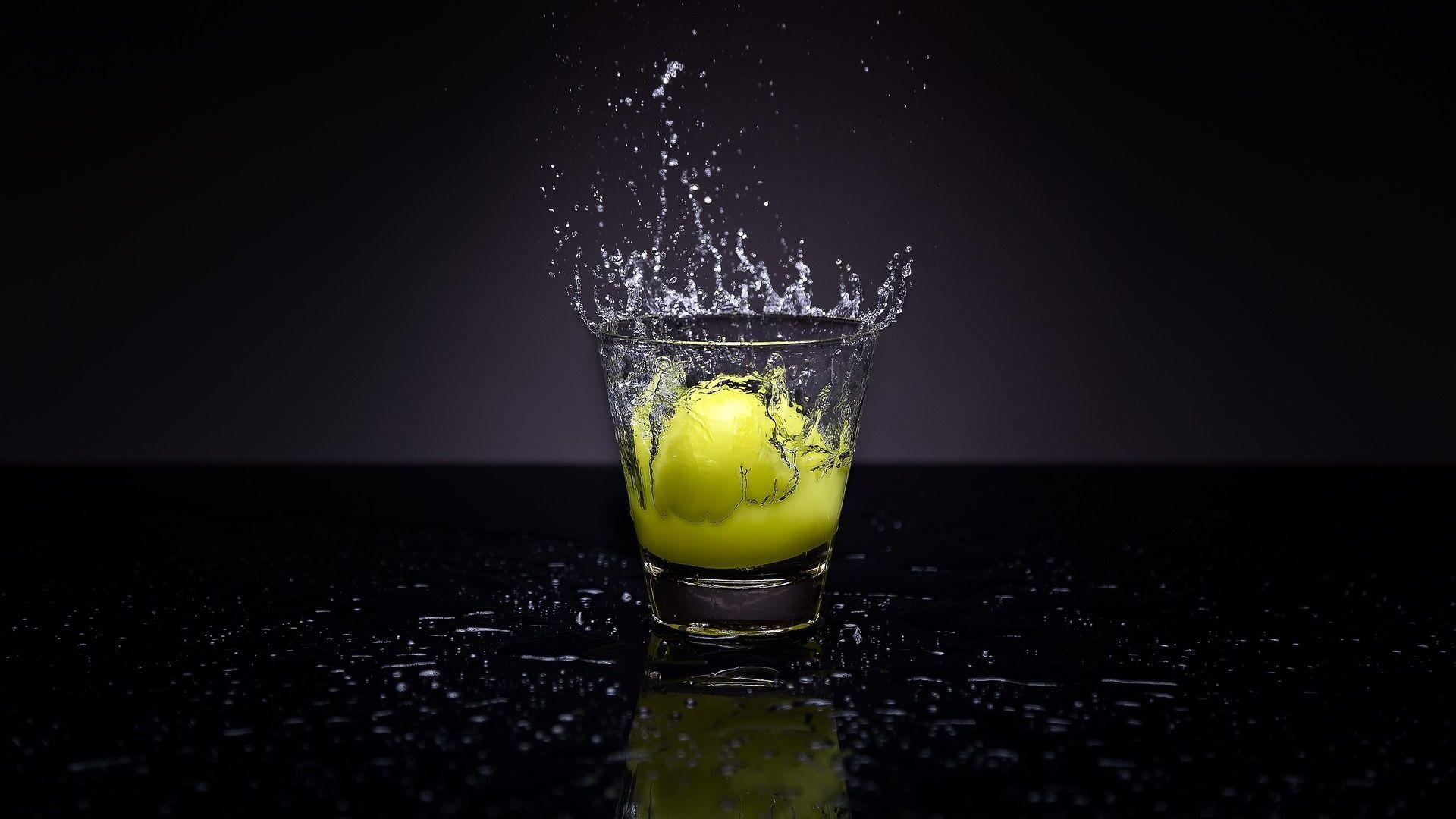 Sklenice vody s citronem - Sputnik Česká republika, 1920, 01.07.2021