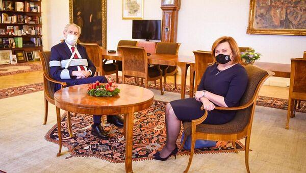 Schůzka prezidenta Miloše Zeman s ministryní financí Alenou Schillerovou na Pražském hradě - Sputnik Česká republika