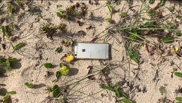 iPhone vypadl z letadla z výšky 300 metrů a natočil svůj let na video - Sputnik Česká republika