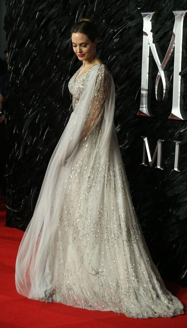 Americká filmová herečka a zvláštní vyslankyně Vysokého komisaře OSN pro uprchlíky Angelina Jolie. - Sputnik Česká republika