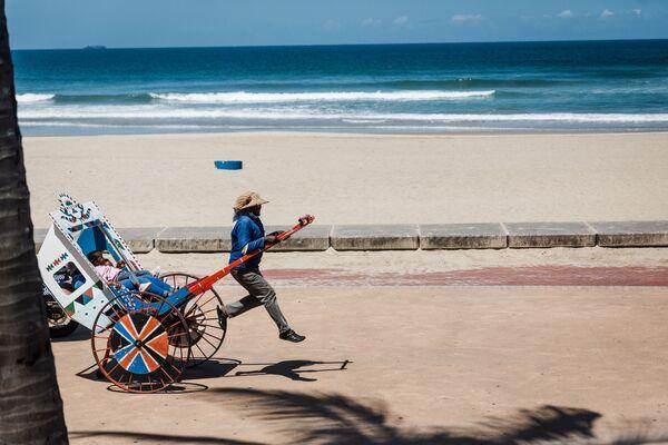 Rikša na pláži v Durbanu, Jihoafrická republika - Sputnik Česká republika