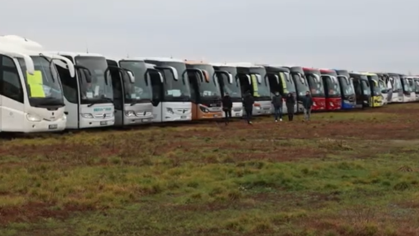 """""""Ministerstvo to odmítá řešit, není s námi v kontaktu."""" V Praze protestovalo 300 autobusových zájezdových dopravců  - Sputnik Česká republika"""