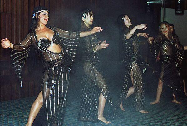 Italští a japonští tanečníci během vystoupení v Káhiře - Sputnik Česká republika
