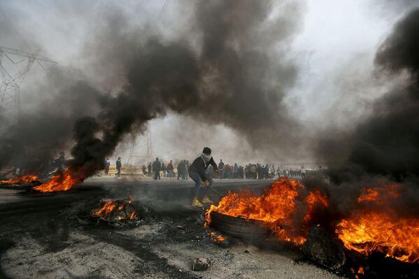 Protivládní protesty v Irácké Basře - Sputnik Česká republika