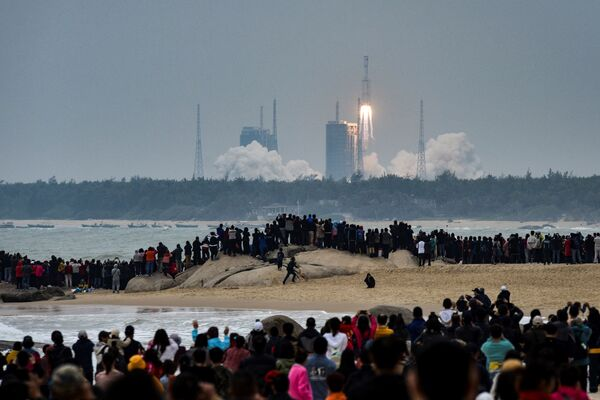 Raketový start z kosmodromu Wenchang v provincii Hainan - Sputnik Česká republika