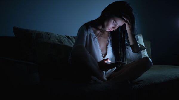 Mladá žena trpí depresemi a nespí - Sputnik Česká republika