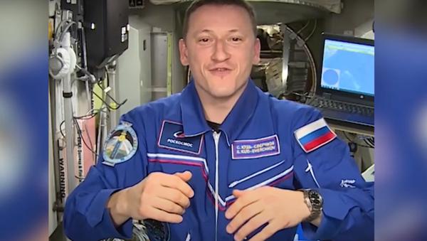 Astronaut ukázal, jak na Mezinárodní vesmírné stanici zdobí stromeček - Sputnik Česká republika