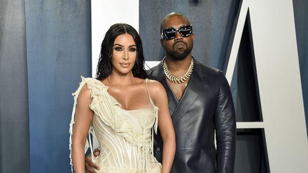 Рэпер Канье Уэст с женой Ким Кардашьян на Vanity Fair Oscar Party в Беверли-Хиллз, Калифорния - Sputnik Česká republika