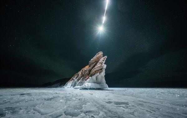Rustam Šagimordanov: Padající hvězda na Mysu Drak. Jezero Bajkal, rok 2020 - Sputnik Česká republika