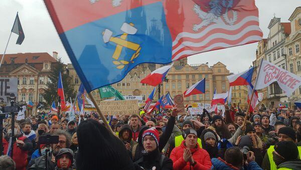 V centru Prahy protestovalo proti vládním opatřením - Sputnik Česká republika