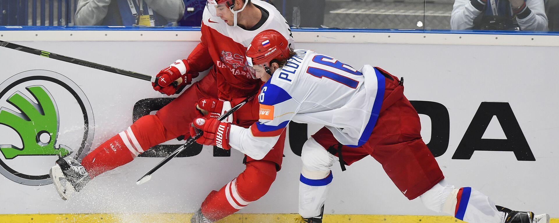 Ruský hokejista Sergej Plotnikov a dánský hráč Markus Lauridsen na MS v ledním hokeji v roce 2015 v Česku - Sputnik Česká republika, 1920, 16.01.2021