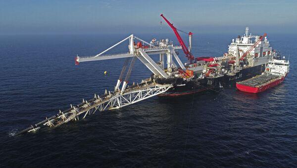 Pokládka potrubí plynovodu Nord Stream 2 lodí Fortuna v Baltském moři - Sputnik Česká republika