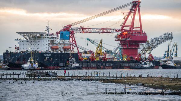 Loď Fortuna na pokládku potrubí v německém přístavu. Ilustrační foto - Sputnik Česká republika