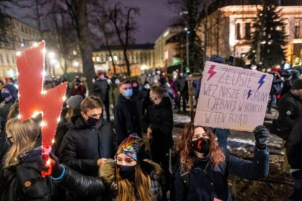 Demonstranti proti zákonu o potratech ve Varšavě, Polsko - Sputnik Česká republika
