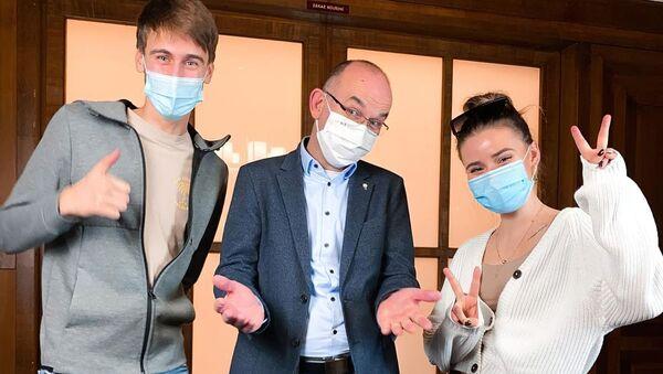 Čeští influenceři a ministr zdravotnictví Jan Blatný (za ANO) propagují vakcinaci proti koronaviru - Sputnik Česká republika