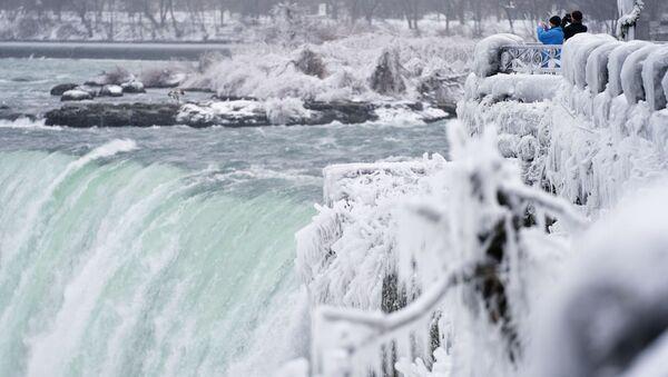 Když se pára změní v led: Zima na Niagarských vodopádech - Sputnik Česká republika