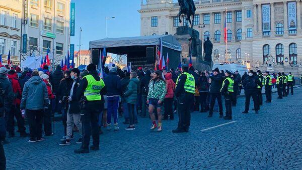 Na Václavském náměstí se protestuje proti opatřením a za svobodu - Sputnik Česká republika