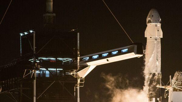 Start rakety Falcon 9 s lodí Crew Dragon - Sputnik Česká republika